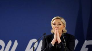 Η γαλλική δικαιοσύνη ζητά από το Ευρωπαϊκό Κοινοβούλιο να άρουν την ασυλία της Λεπέν