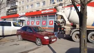 Ρωσία: Σύζυγος γεμίζει με ...μπετόν το αυτοκίνητο της γυναίκας του