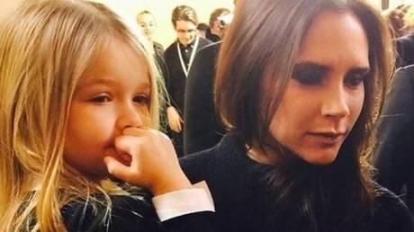 Βικτόρια Μπέκαμ: Με έμπνευση την 5χρονη Χάρπερ κατακτάει τις ΗΠΑ
