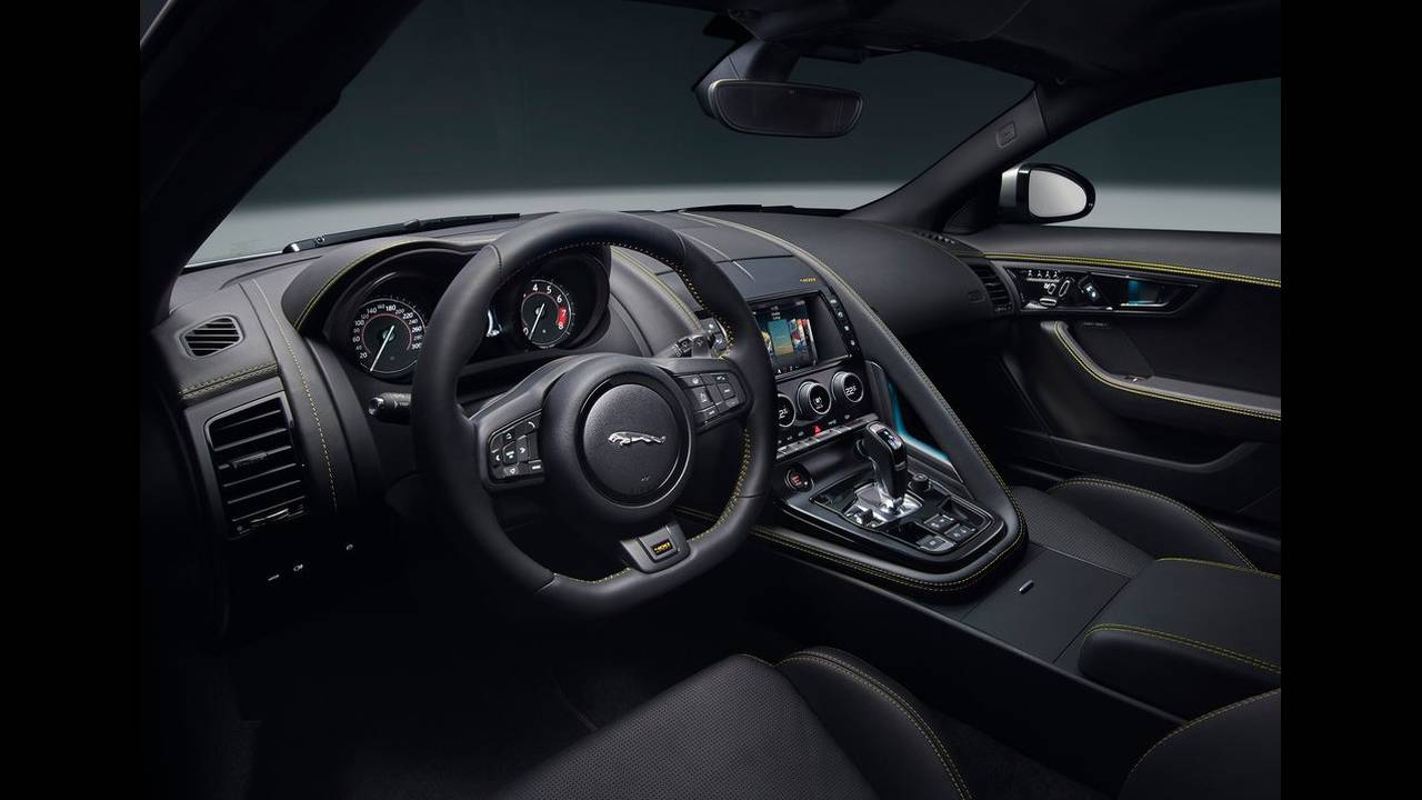 https://cdn.cnngreece.gr/media/news/2017/04/14/76670/photos/snapshot/Jaguar-F-Type-2018-1024-24.jpg