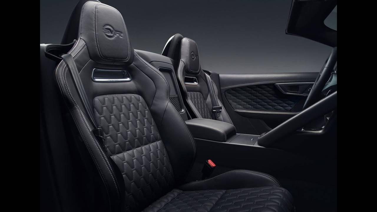 https://cdn.cnngreece.gr/media/news/2017/04/14/76670/photos/snapshot/Jaguar-F-Type-2018-1024-2a.jpg