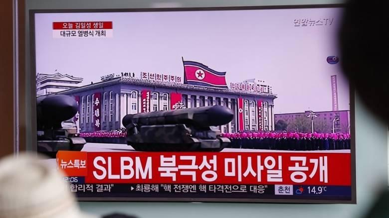 Β. Κορέα: Πρώτη φορά επίδειξη βαλλιστικών πυραύλων που εκτοξεύονται από υποβρύχια