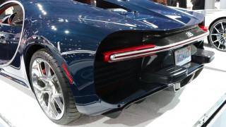 Γιατί υπάρχουν αυτά τα άσχημα εξογκώματα στο πίσω μέρος της Bugatti Chiron στις ΗΠΑ;