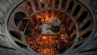 Πάσχα 2017: Εντυπωσιακές εικόνες από την τελετή Αφής του Αγίου Φωτός στα Ιεροσόλυμα