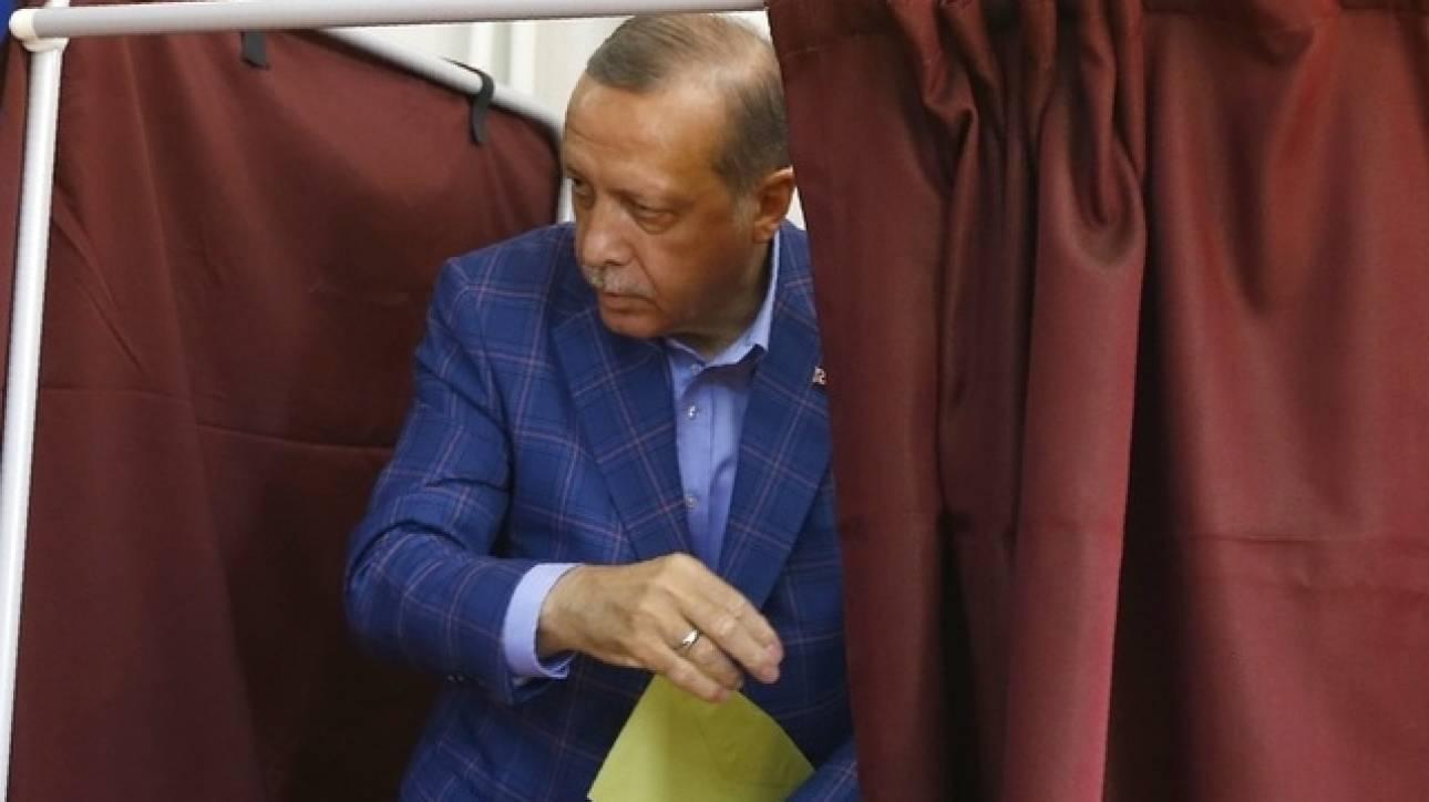 Σύμβουλος Ερντογάν: Ενδεχόμενο δεύτερου δημοψηφίσματος σε περίπτωση επικράτησης του «Όχι»