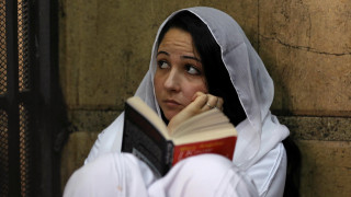 Αιγύπτος: Αθωώθηκε μετά από 3 χρόνια φυλάκισης η ακτιβίστρια Άγια Χιτζάζι