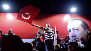 Δημοψήφισμα Τουρκία: Με κατσαρόλες διαμαρτύρονται πολίτες στην Κωνσταντινούπολη