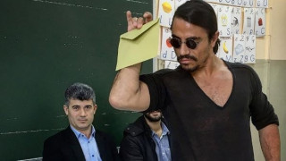Ο viral «Salt Bae» ψήφισε στο δημοψήφισμα της Τουρκίας με τον μοναδικό του τρόπο