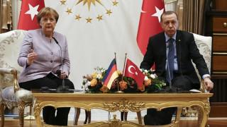 Μέρκελ: Ο Ερντογάν να επιδιώξει διάλογο με όλα τα κόμματα