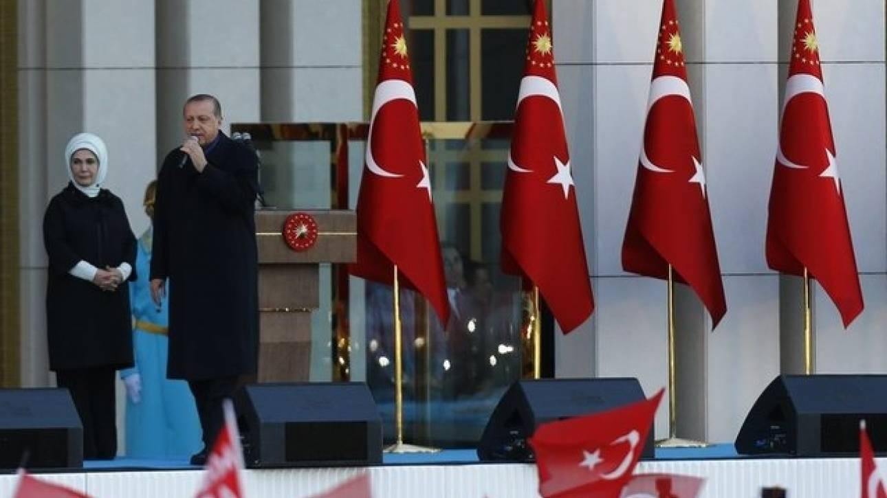 Οργή Ερντογάν για τους ευρωπαίους παρατηρητές – Απειλεί με νέο δημοψήφισμα