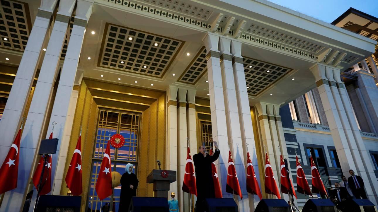 Ο Ερντογάν αποφάσισε την παράταση της κατάστασης έκτακτης ανάγκης στην Τουρκία