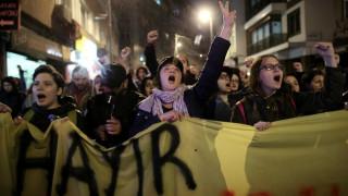 «Βράζει» η Κωνσταντινούπολη - Χιλιάδες διαδηλωτές κατά του ναι (pics)