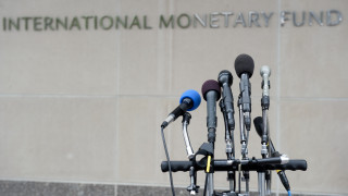 Στις ανακοινώσεις του ΔΝΤ στρέφεται η προσοχή της κυβέρνησης