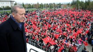 Μουδιασμένη η Τουρκία ψάχνει το βηματισμό της