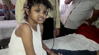 Το κορίτσι «Μόγλης» είναι παιδί μας, υποστηρίζει ζευγάρι Ινδών (pics)