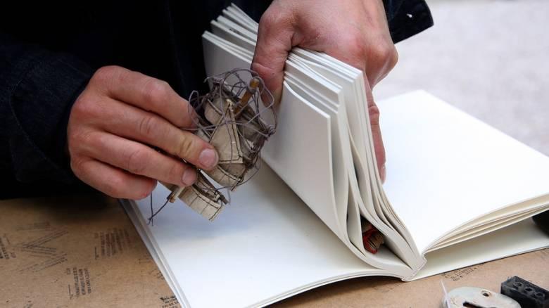 Ένα βιβλίο στα σκουπίδια έκρυβε έναν ολόκληρο θησαυρό στο Ηράκλειο