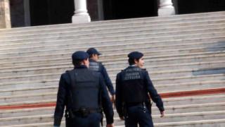 Δύο μικρά αγοράκια βρέθηκαν εγκαταλελειμμένα έξω από εκκλησία στη Θεσσαλονίκη