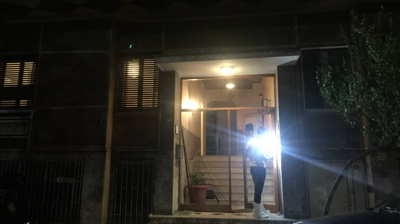 Αδίστακτος ληστής μαχαίρωσε ένοικο μέσα σε πολυκατοκία στους Αμπελόκηπους