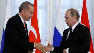 Ο Πούτιν συνεχάρη τον Ερντογάν για την νίκη του στο δημοψήφισμα