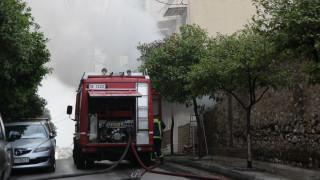 Αίγιο: Γυναίκα εντοπίστηκε νεκρή έπειτα από φωτιά σε μονοκατοικία - Στο νοσοκομείο ένας πυροσβέστης