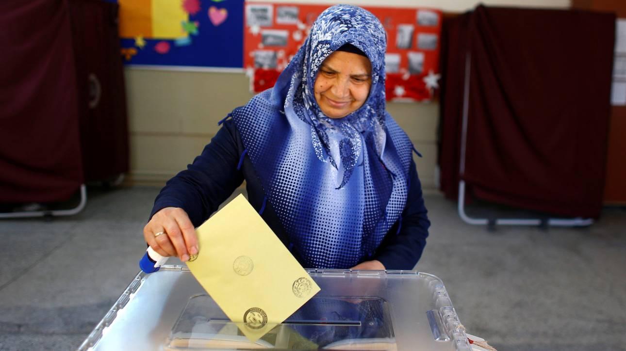 Τουρκία: Απερρίφθησαν οι προσφυγές της αντιπολίτευσης για ακύρωση δημοψηφίσματος
