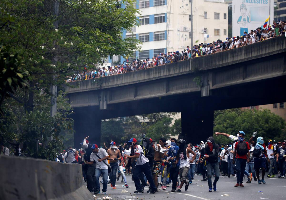 2017 04 19T183738Z 1764403907 RC1AF9AAD570 RTRMADP 3 VENEZUELA POLITICS PROTESTS
