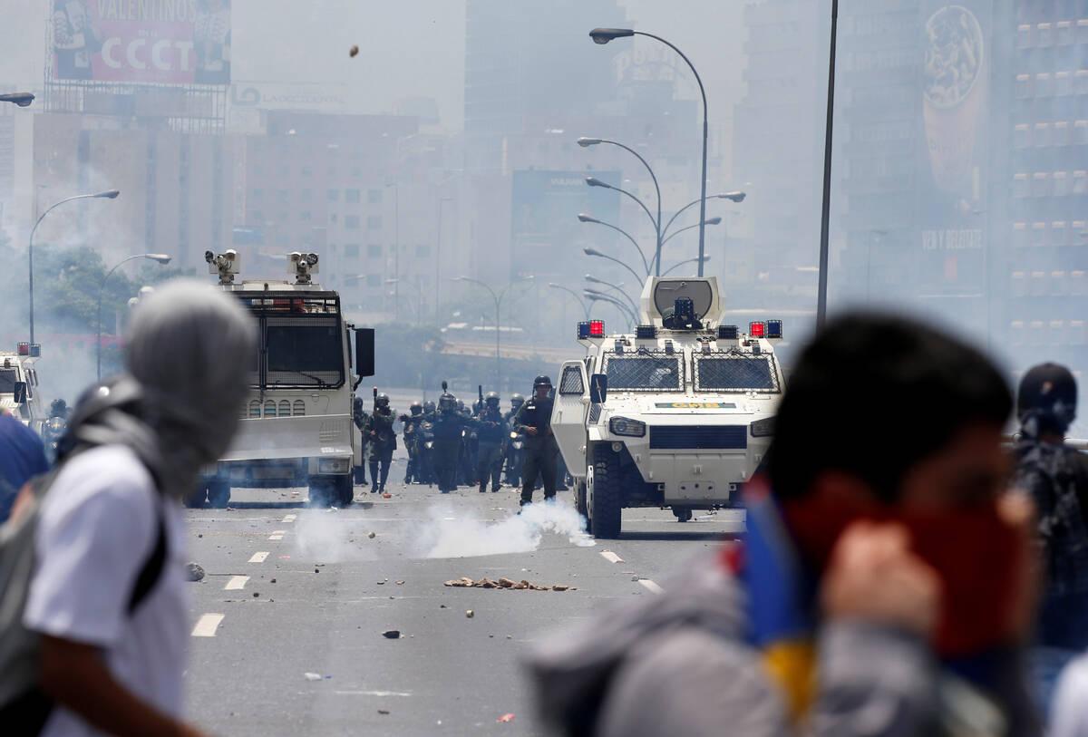 2017 04 19T185234Z 643005149 RC1D4851D740 RTRMADP 3 VENEZUELA POLITICS PROTESTS