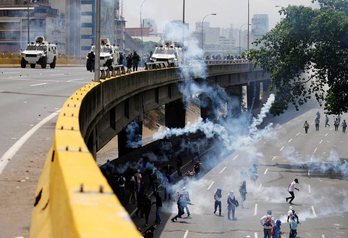 2017 04 19T185435Z 754617060 RC1BCDA1D910 RTRMADP 3 VENEZUELA POLITICS PROTESTS