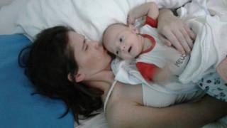 Θαύμα στην Αργεντινή: Βρισκόταν σε κώμα τέσσερις μήνες και γέννησε ένα υγιέστατο μωρό (Vid)