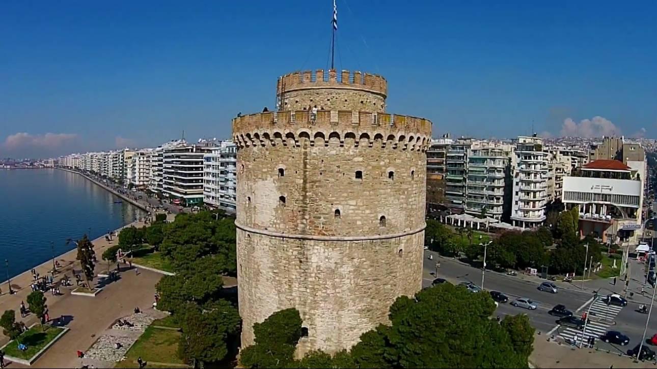 Τι κοινό έχουν ο Λευκός Πύργος και το Δημοτικό Θέατρο Πειραιά; Φωτίζονται για καλό σκοπό