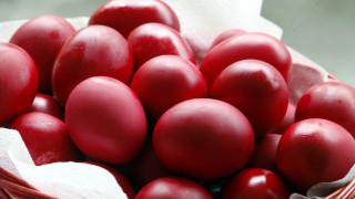 Κυριακή του Θωμά :Τσούγκρισμα κόκκινου αβγού και ταφικό έθιμο του Πόντου