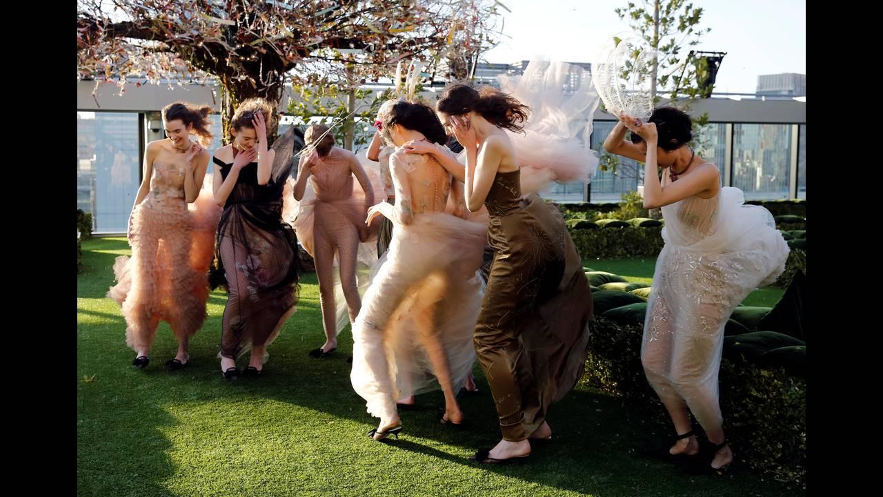 Τα εγκαίνια του Dior Ginza πραγματοποιούνται τη στιγμή που οι δαπάνες των τουριστών στην Ιαπωνία έφθασαν σε πρωτοφανή υψηλά επίπεδα αλλά η αύξησή τους μειώθηκε εν μέρει λόγω του περιορισμού των δαπανών των κινέζων τουριστών.