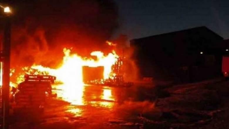 Φθιώτιδα: Πυρκαγιά σε βιοτεχνία