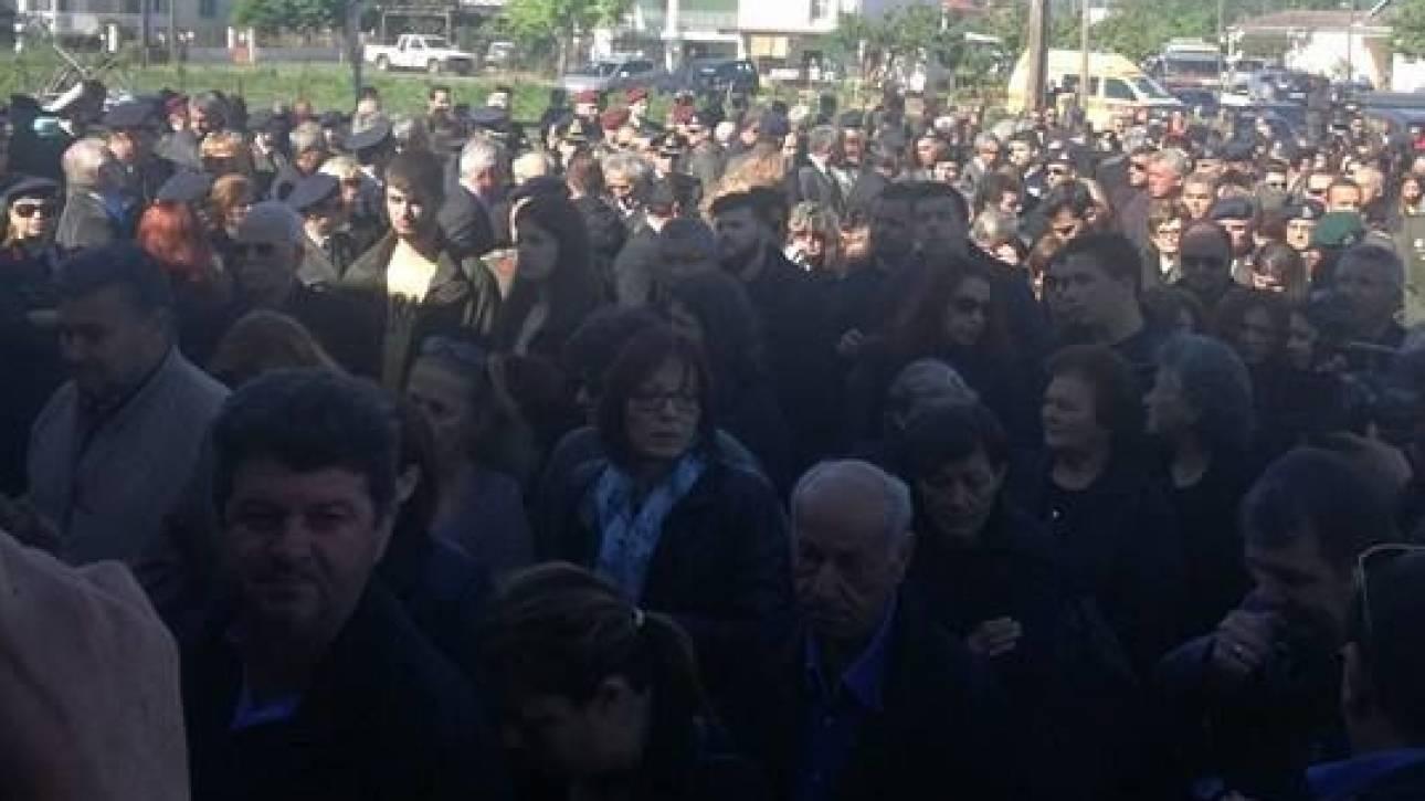 Πτώση ελικοπτέρου: Τελέστηκε η κηδεία του συνταγματάρχη Θωμά Αδάμου στην Καρδίτσα (pics)