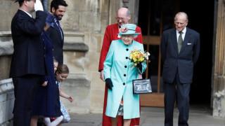 Η βασίλισσα Ελισάβετ γιορτάζει τα 91α γενέθλιά της με κανονιοβολισμούς (pics)