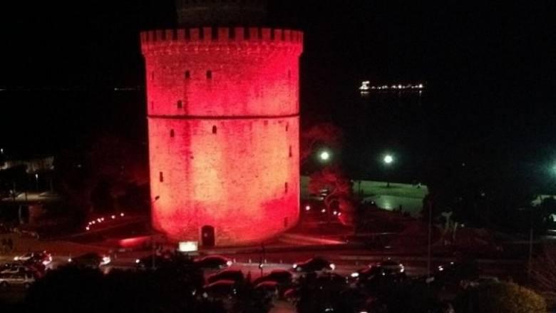 Στα κόκκινα Λευκός Πύργος και Δημοτικό Θέατρο Πειραιά για καλό σκοπό
