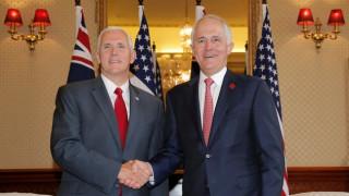 Πενς: Θα τηρήσουμε τη συμφωνία για τη μετεγκατάσταση προσφύγων