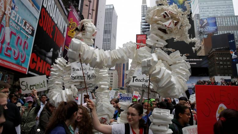 Ημέρα της Γης: Παγκόσμια κινητοποίηση για την υπεράσπιση της επιστημονικής έρευνας (pics)