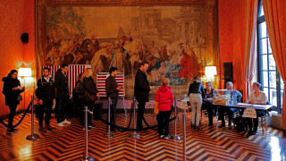Γαλλικές Εκλογές: Ψηφίζουν οι Γάλλοι των ΗΠΑ - Τηλεφώνημα για βόμβα στο προξενείο της Νέας Υόρκης
