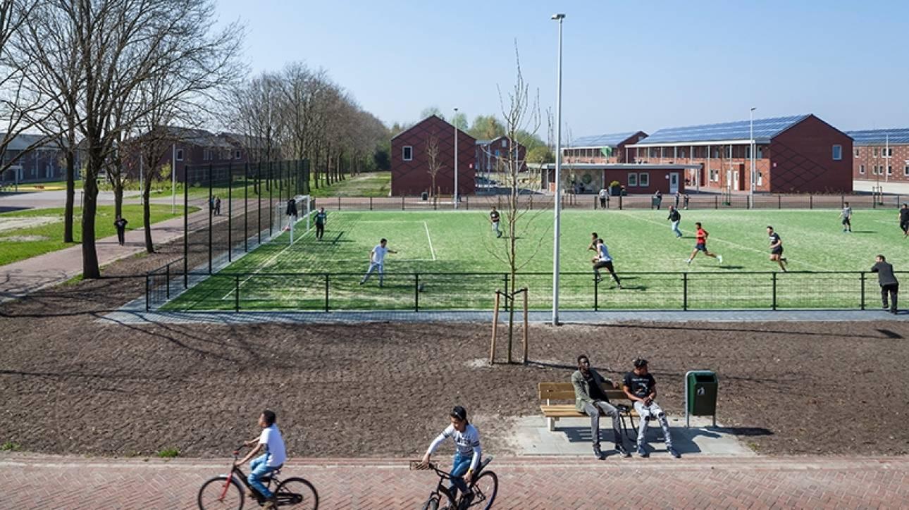 Ολλανδία: Tο μεγαλύτερο Κέντρο Υποδοχής προσφύγων (pics)