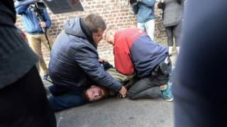 Γαλλικές εκλογές: Συνελήφθη φωτογράφος σε εκλογικό τμήμα (pic)