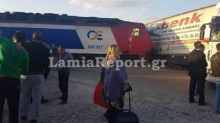 Λαμία: Νταλίκα συγκρούστηκε με αμαξοστοιχία (pics)