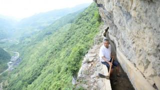 Κινέζος τρύπαγε επί 36 χρόνια τρία βουνά για να φέρει νερό στο χωριό του (pic+vid)