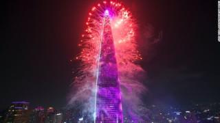 Το νεόδμητο Lotte World Tower κατακτά το ένα ρεκόρ μετά το άλλο