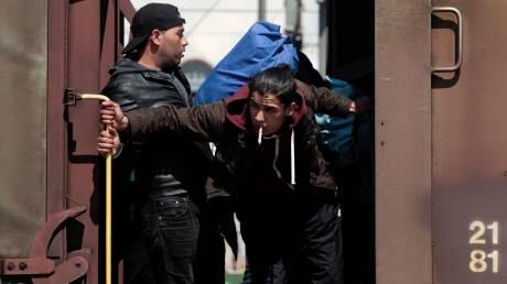 Το δράμα των μεταναστών μέσα σε εγκαταλελειμμένα βαγόνια