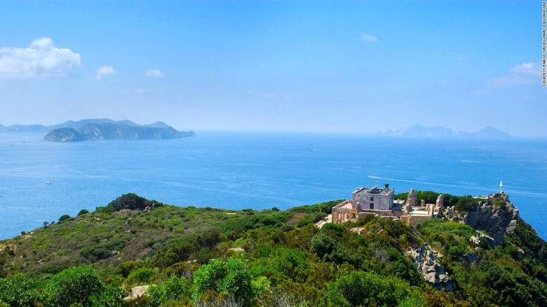 Zannone:  Η ιστορία ενός κολασμένου νησιού στην Ιταλία (Pics)
