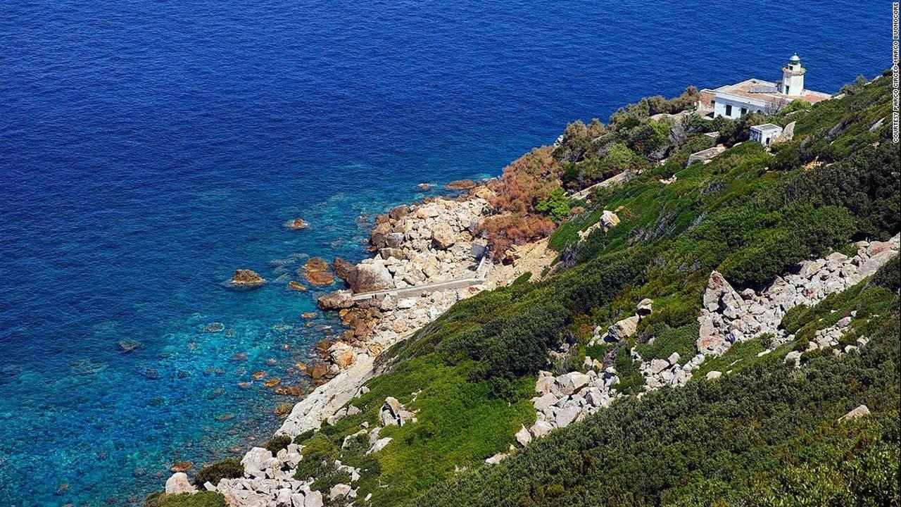 https://cdn.cnngreece.gr/media/news/2017/04/25/78071/photos/snapshot/170329161303-italy-zannone-lighthouse-courtesy-parco-circeo-marco-buonocore-super-169.jpg