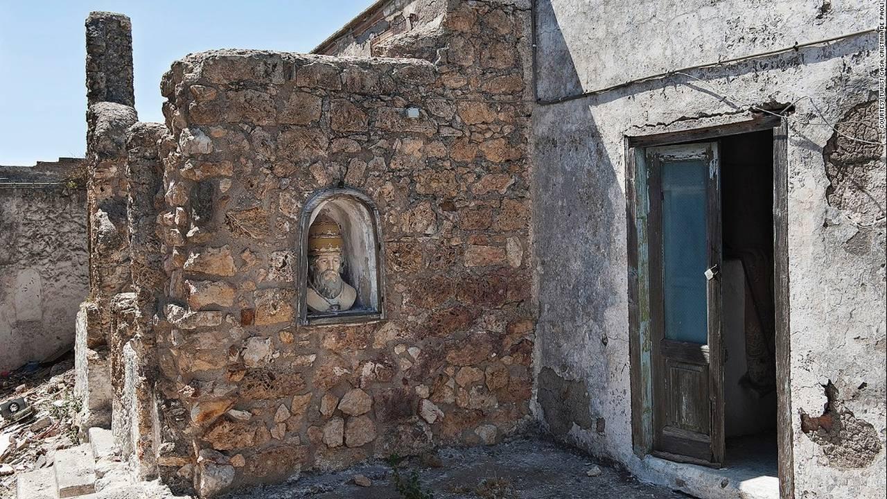 https://cdn.cnngreece.gr/media/news/2017/04/25/78071/photos/snapshot/170329161556-italy-zannone-monastery-c-turist-casa-cristina-de-paoli-super-169.jpg