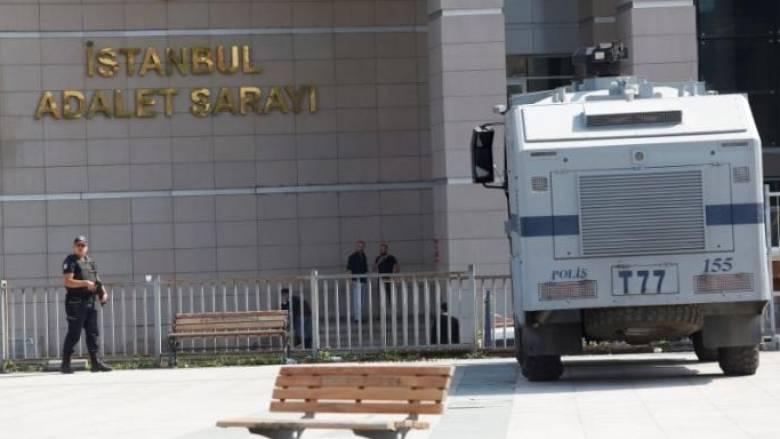 Τουρκία: Αποφυλακίστηκε Ιταλός δημοσιογράφος αφήνοντας αιχμές