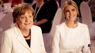 Ιβάνκα Τραμπ και Άνγκελα Μέρκελ ντυμένες στα λευκά σε δείπνο στο Βερολίνο (pics)